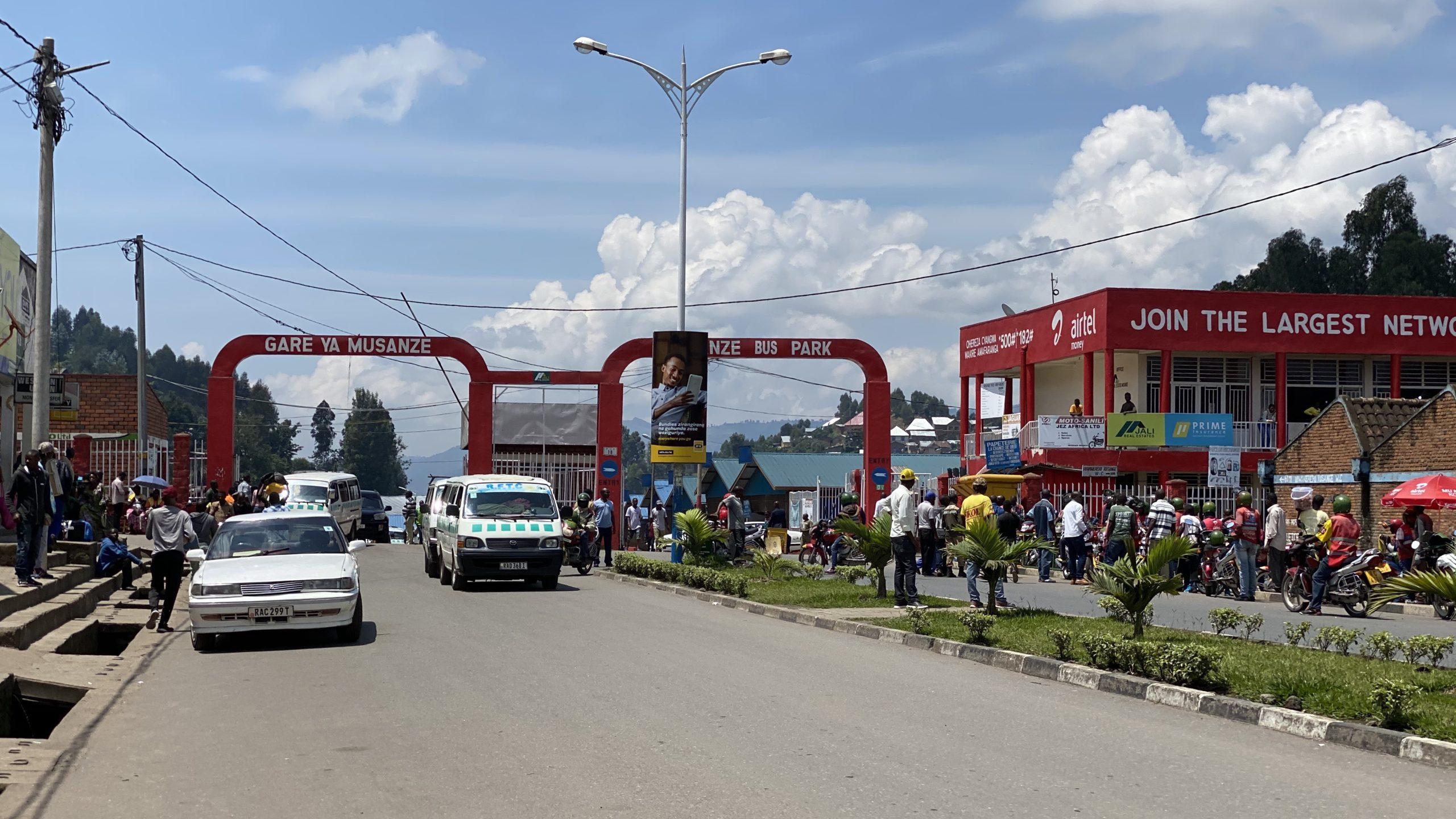 DAY183 ルワンダを旅する⑦国境の街『ギセニ』〜キブ湖満喫ボート ...